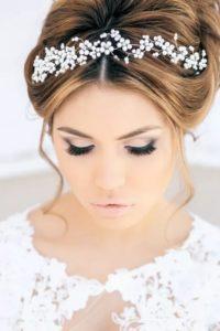 Свадебные прически с диадемой в греческом стиле